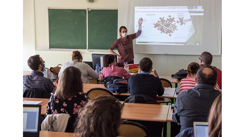 Aline Chassagne, enseignante et responsable de l'Unité d'Enseignement recherche du master IPA